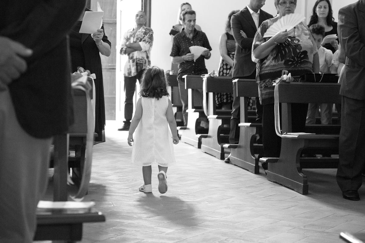 matrimonio-cristina-e-matteo-toscana-bambina-chiesa