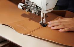 pelletteria-italia-dettagli-borse-accessori-lavorazione-pelle-marrone