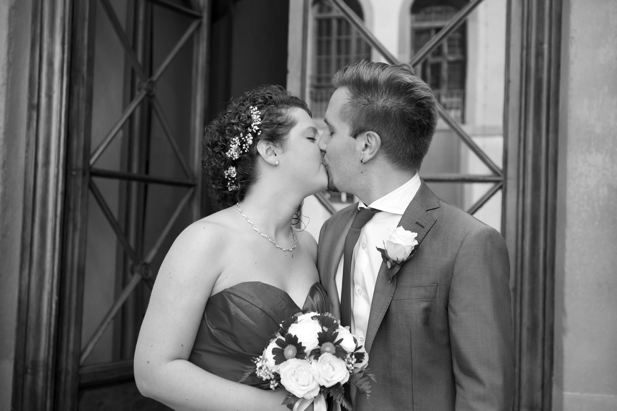matrimonio-firenze-toscana-sala-rossa-palazzo-vecchio-martina-e-jacopo-bacio