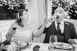 caludia-e-francesco-matrimonio-toscana-brindisi-bianco-e-nero