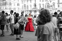 matrimonio-firenze-toscana-sala-rossa-palazzo-vecchio-martina-e-jacopo-arrivo-sposa-in-rosso