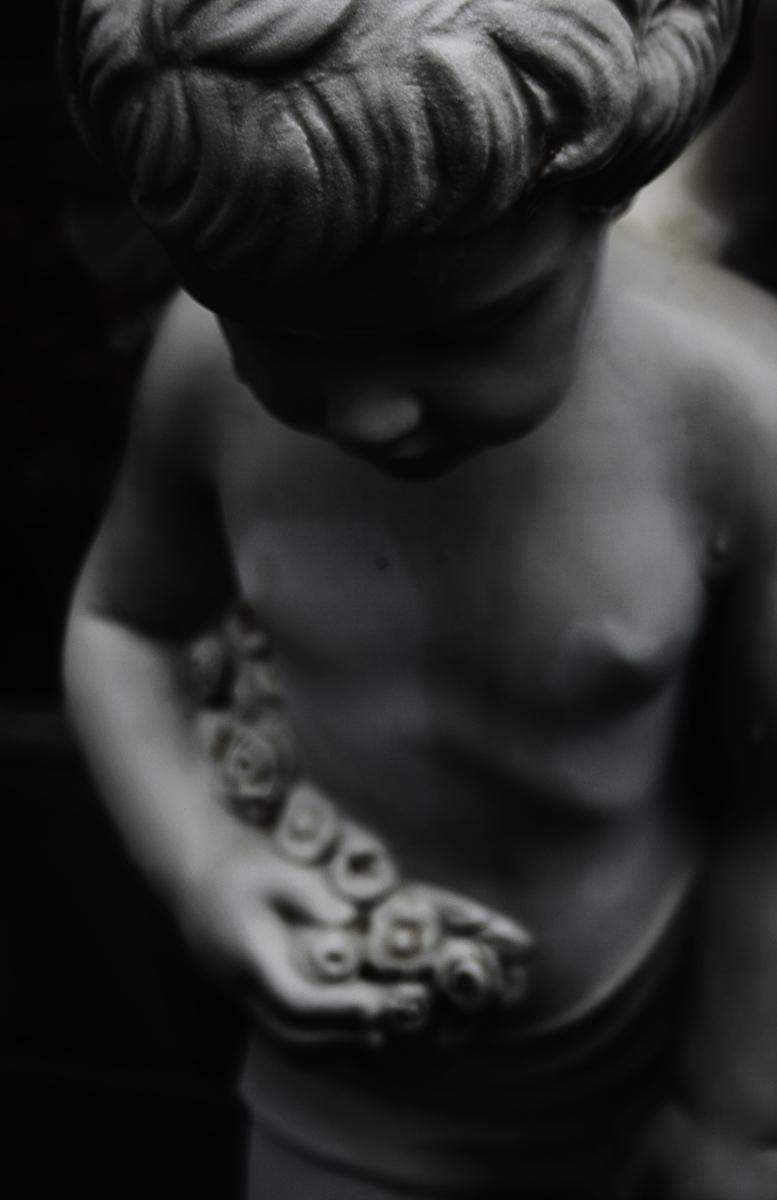 statua-cimitero-tomba-angelo-nero