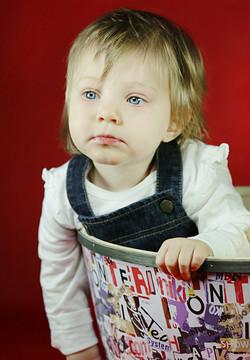 servizio-fotografico-bambina-firenze-cesta-colori-bimba-bionda