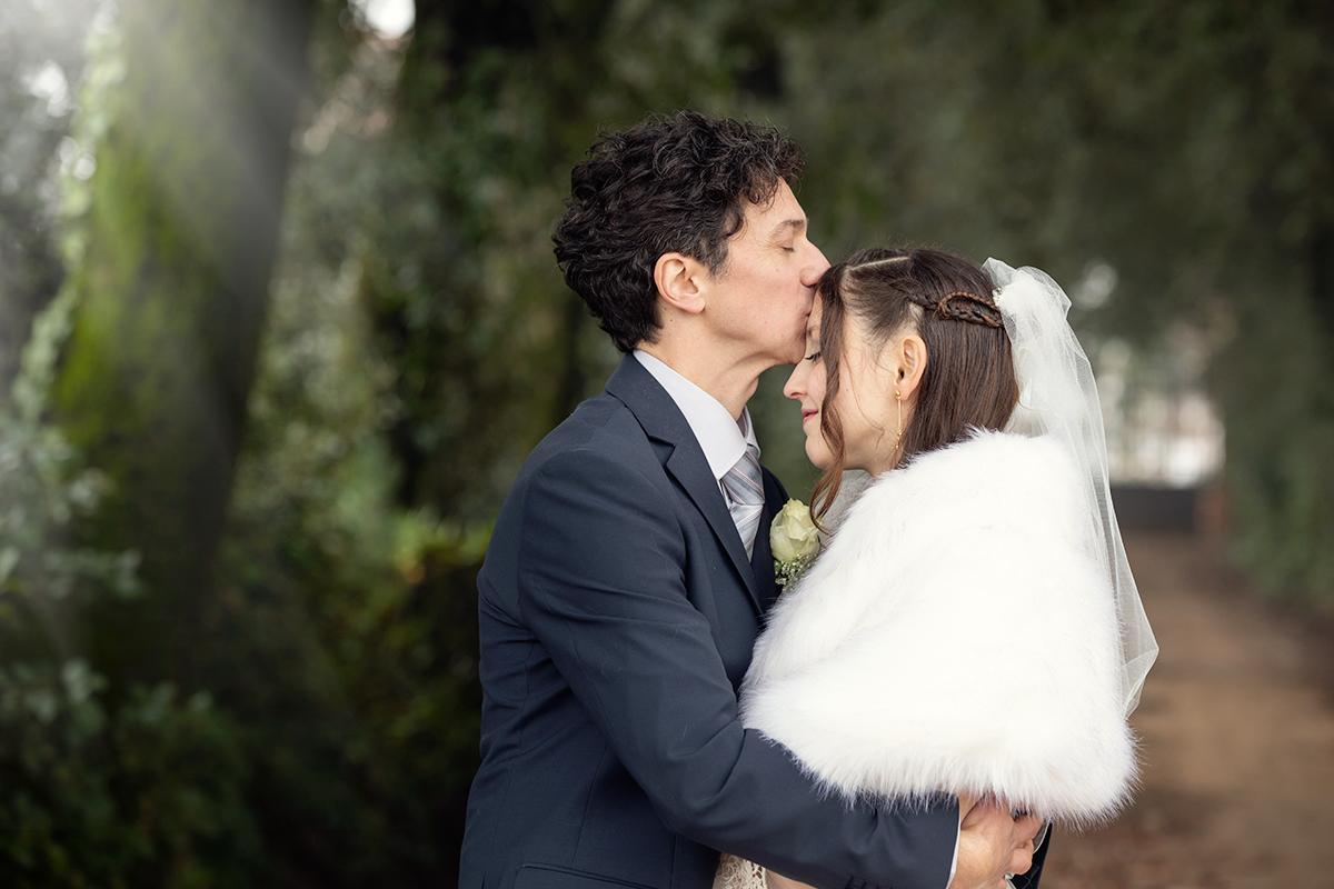 bacio-sulla-fronte-sposi