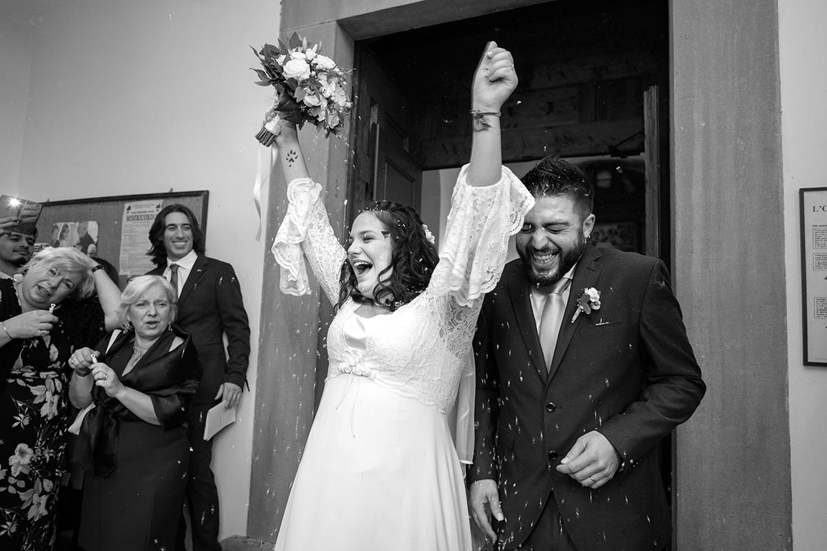 riso-chiesa-sposi