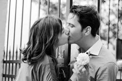 eva-e-paolo-servizio-fotografico-coppia-sesto-fiorentino-bacio-in-bianco-e-nero
