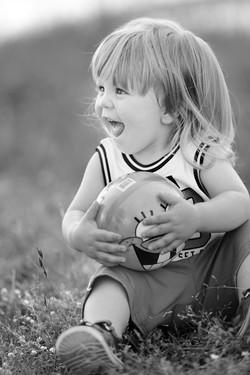 servizio-fotografico-bambino-firenze-parco-pallone-biancoenero