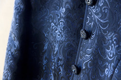 matrimonio-maura-e-giancarlo-castelfiorentino-toscana-dettaglio-giacca-sposo-blu-damascato