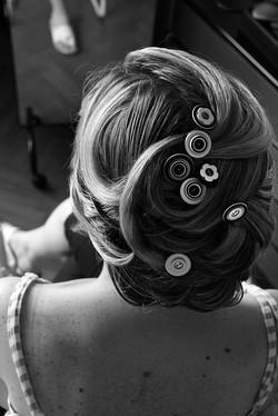 matrimonio-raffaella-e-vincenzo-sesto-fiorentino-firenze-bianco-e-nero-acconciatura-bottoni-sposa