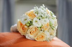 matrimonio-toscana-elena-e-sandro-toscana-pelago-bouquet-sposa-rose-arancioni