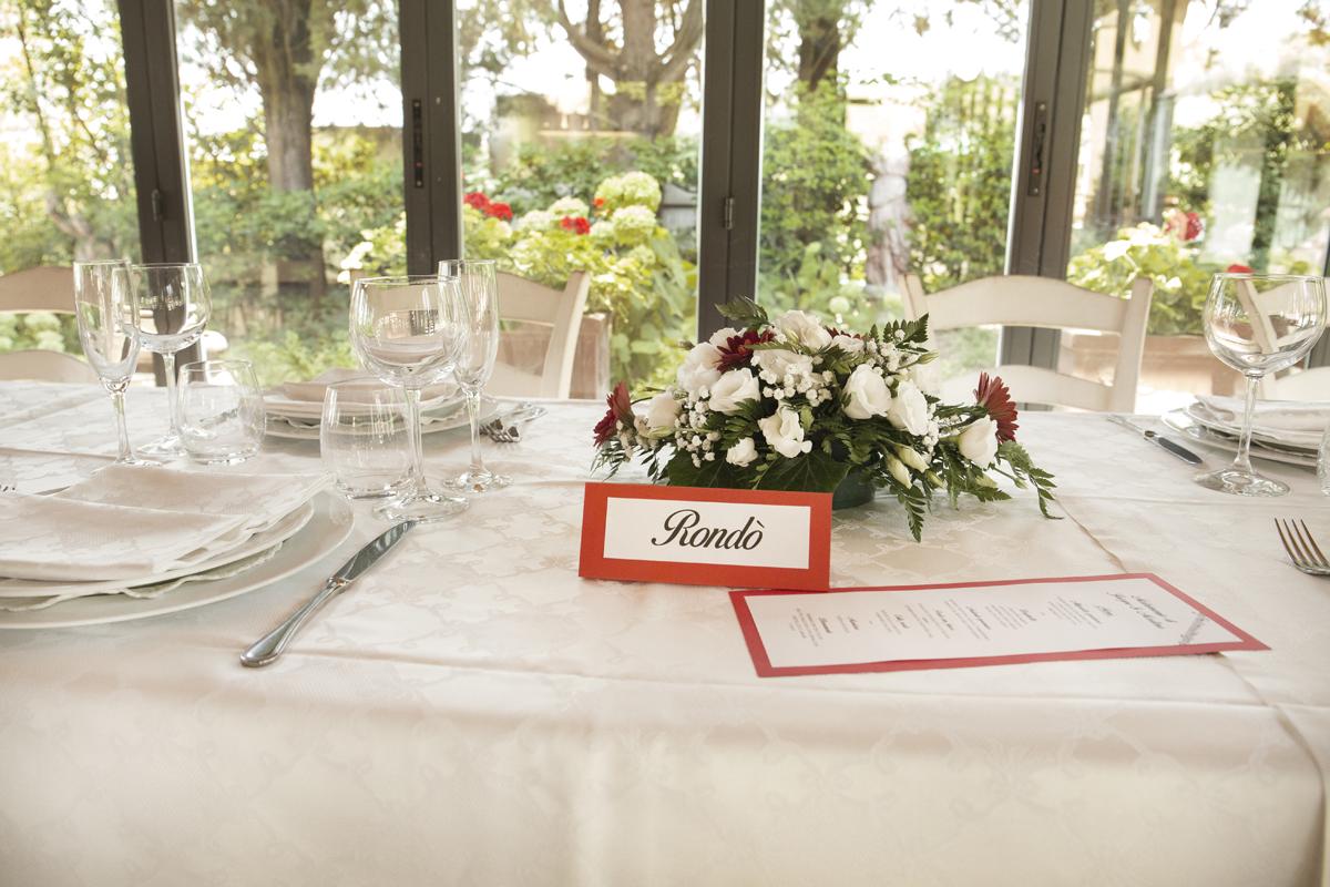 matrimonio-firenze-toscana-sala-rossa-palazzo-vecchio-martina-e-jacopo-tavolo-ricevimento