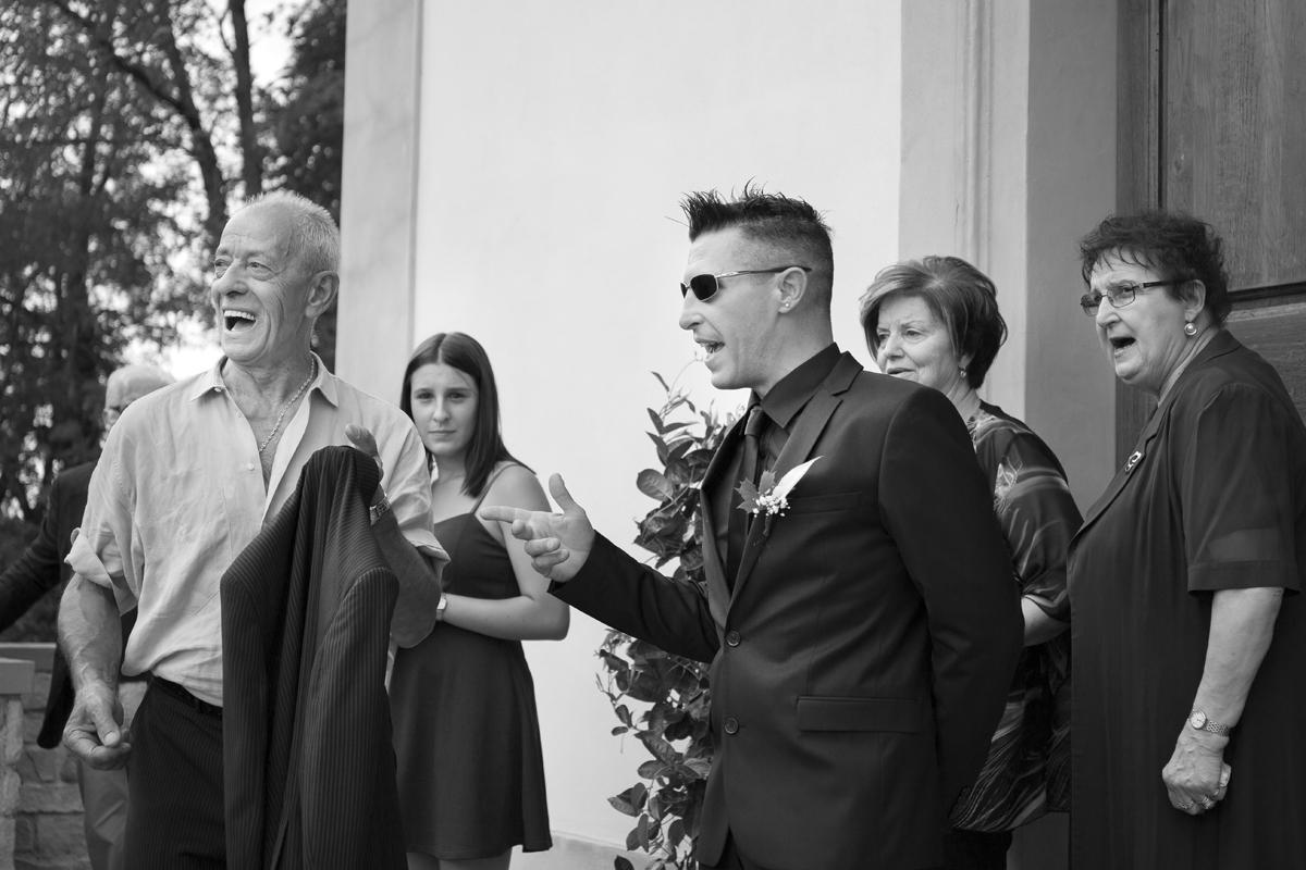 matrimonio-cristina-e-matteo-toscana-bianco-e-nero-attesa-sposa