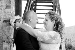 matrimonio-toscana-elena-e-sandro-toscana-pelago-abbraccio-bianco-e-nero