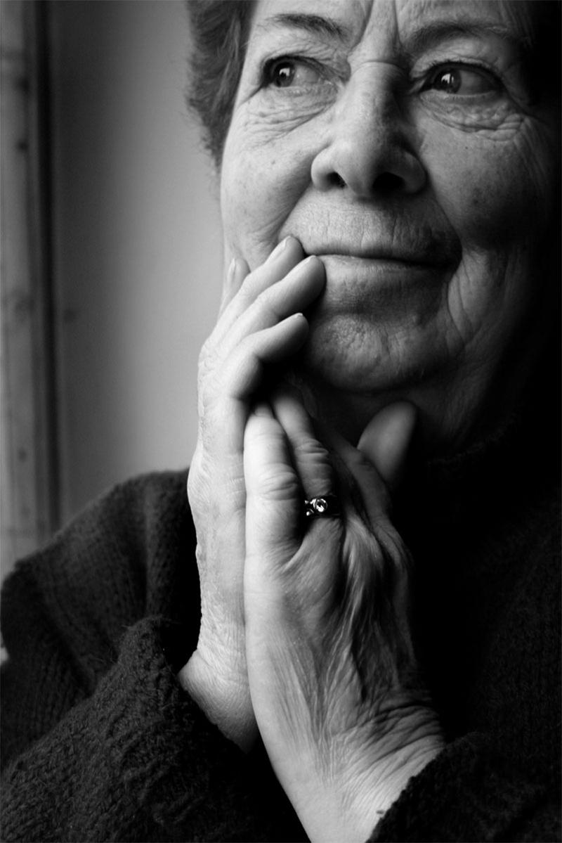 ritratto-donna-anziana-bianco-e-nero