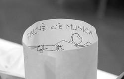 matrimonio-raffaella-e-vincenzo-sesto-fiorentino-firenze-bianco-e-nero-dettaglio-musica
