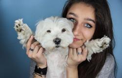 cane-bianco-servizio-fotografico-in-studio-padroncina-ritratto