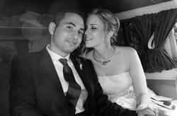 matrimonio-raffaella-e-vincenzo-sesto-fiorentino-firenze-bianco-e-nero-sposi-in-auto