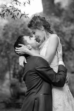 ritratto-sposi-abbracciati-bianco-e-nero