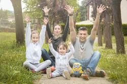 servizio-fotografico-famiglia-in esterna-firenze-braccia-su