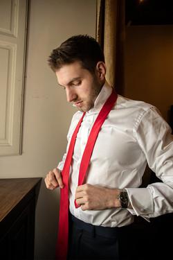 preparazione-sposo-cravatta-rossa