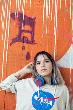 lucia-servizio-fotografico-urbano-graffito-arancione-firenze