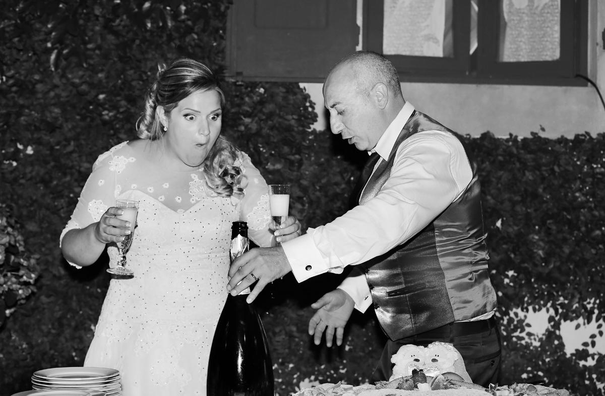 matrimonio-toscana-elena-e-sandro-toscana-pelago-spumante-sposi-bianco-e-nero