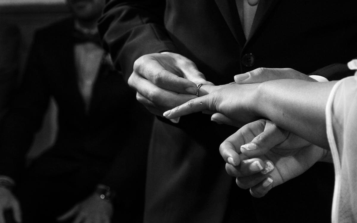 matrimonio-paulo-e-nichols-firenze-primavera-scambio-fedi-mani