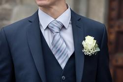 dettaglio-sposo-cravatta-rosa-bianca