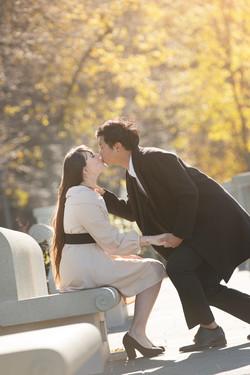 servizio-fotografico-coppia-scena-galante-bacio-sulla-fronte