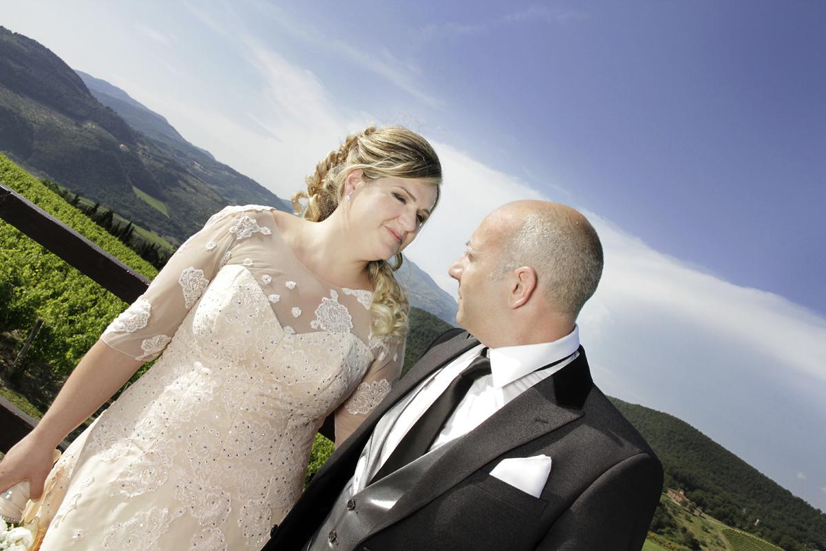 matrimonio-toscana-elena-e-sandro-toscana-pelago-sposi-cielo-blu