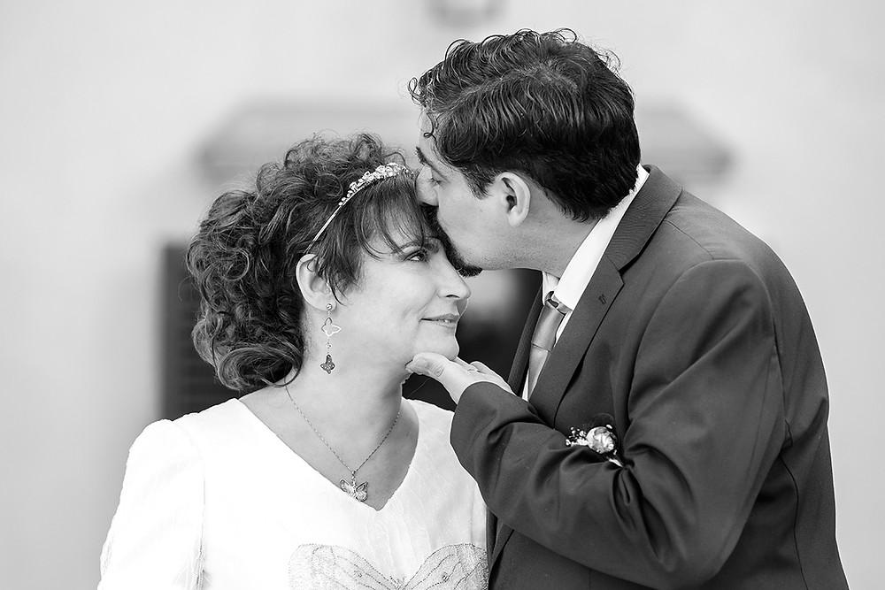 sposi, bacio, biancoenero