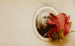 lapide-rosa-finta-fotografia-antica-cimi