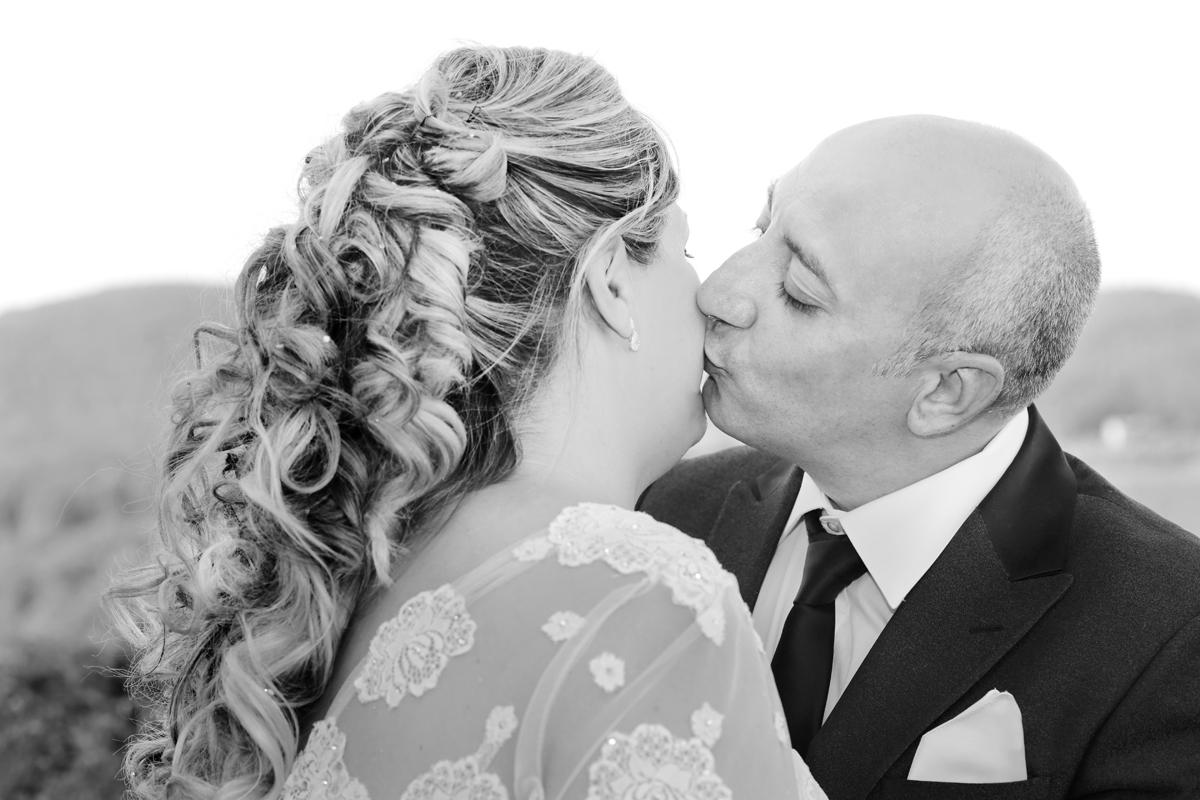 matrimonio-toscana-elena-e-sandro-toscana-pelago-bacio-sulla-giancia