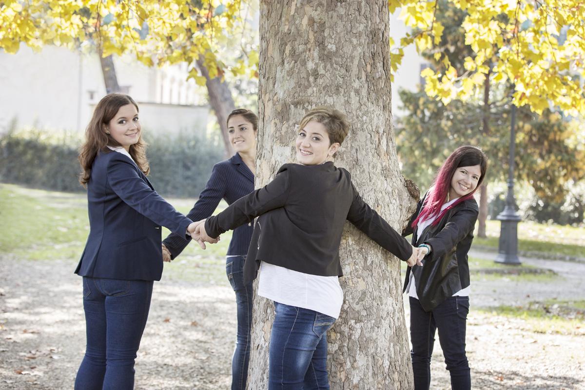 servizio-fotografico-amiche-gruppo-ragazze-autunno-parco-firenze