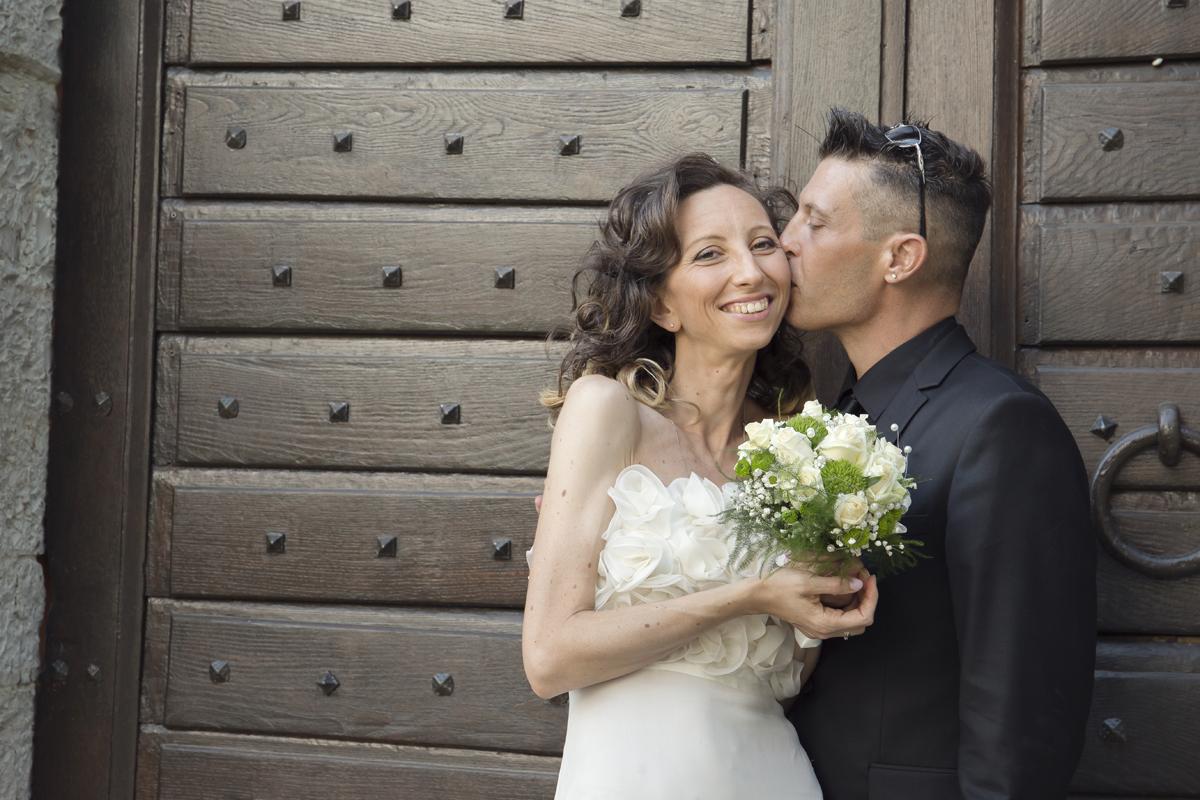matrimonio-cristina-e-matteo-toscana-porta-di-legno-sposi-sorrisi