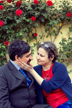 vanessa-e-massimiliano-servizio-fotografico-prematrimoniale-rose-rosse-carezza