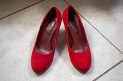 caludia-e-francesco-matrimonio-toscana-scarpe-rosse