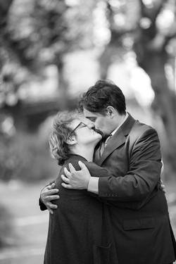 vanessa-e-massimiliano-servizio-fotografico-prematrimoniale-bacio-appassionato
