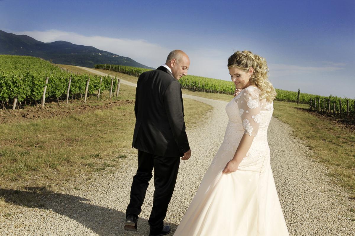matrimonio-toscana-elena-e-sandro-toscana-pelago-strada-tra-le-vigne
