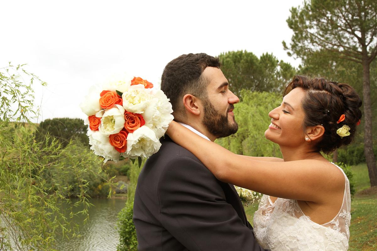 matrimonio-paulo-e-nichols-firenze-primavera-abbraccio-romantico