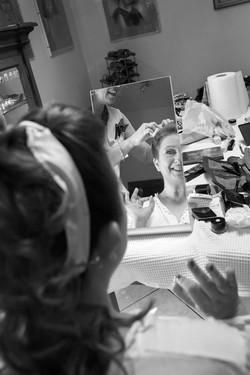 caludia-e-francesco-matrimonio-toscana-sposa-specchio