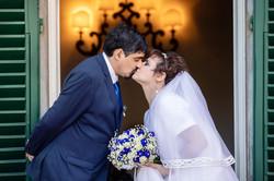 bacio-sposi-persiane-verdi