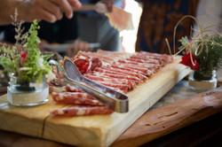 caludia-e-francesco-matrimonio-toscana-salumi-pranzo