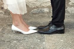 matrimonio-cristina-e-matteo-toscana-dettaglio-scarpe-sposi
