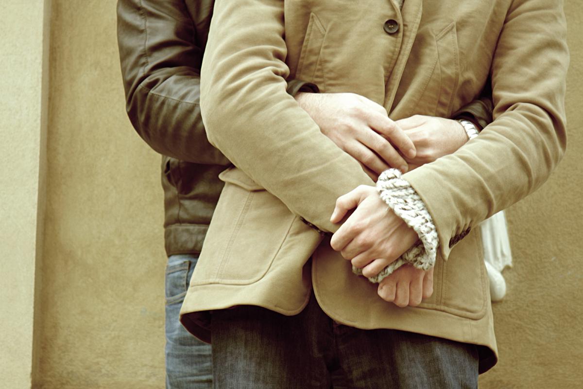 marco-e-swann-servizio-fotografico-coppia-gay-intreccio-di-mani