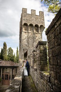 torre-castello-di-barberino-con-sposi