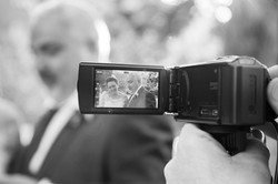 caludia-e-francesco-matrimonio-toscana-bianco-e-nero-telecamera
