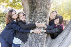 servizio-fotografico-amiche-gruppo-ragazze-abbraccio-albero-firenze