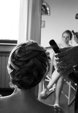 matrimonio-raffaella-e-vincenzo-sesto-fiorentino-firenze-bianco-e-nero-preparazione-capelli-sposa