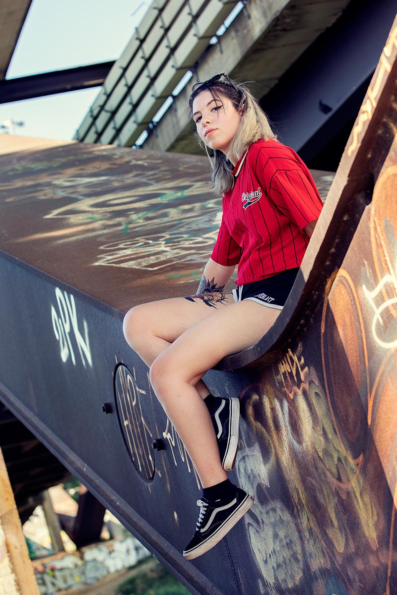 lucia-servizio-fotografico-urbano-maglietta-rossa-ponte-firenze